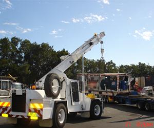 Low loader crane truck